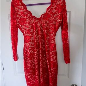 Lace red backless long sleeve dress